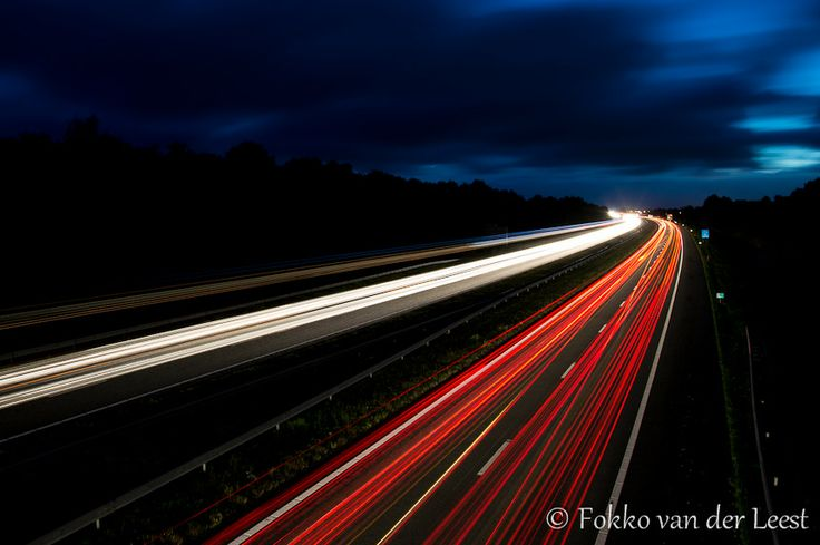 Tutorial: Bewegend licht vastleggen. Ideaal voor snelwegfoto's, vuurwerk en kermissen (en zelfs voor onweerfoto's). Een kort, maar krachtige uitleg... doe er je voordeel mee. Het is niet moeilijk.