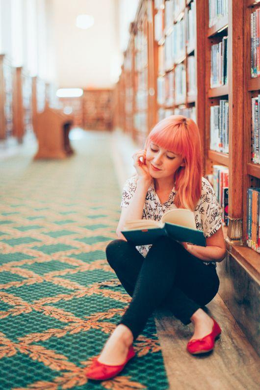 Lasciarsi prendere dalla lettura e dimenticarsi di tutto il resto.