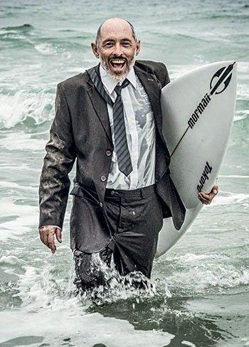 Marco Aurélio Raymundo, o Morongo, transformou a Mormaii na maior marca de surfe do país, com vendas de meio bilhão de reais por ano. Agora, está dando partes do negócio a funcionários – E essa estratégia só o torna mais rico