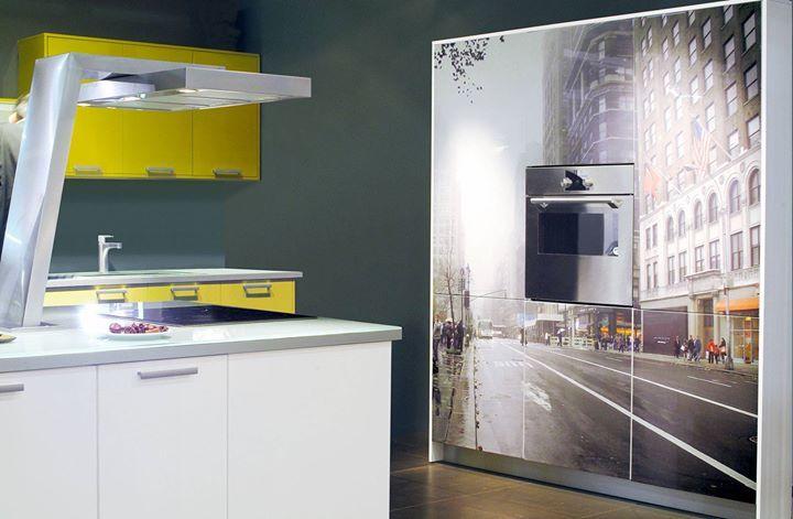 Νεανική και μοντέρνα! Η VIEW είναι μια κουζίνα σύγχρονη άνετη και λειτουργική! Την παράσταση κλέβει η ψηφιακή εκτύπωση #Eliton print στη μονάδα αποθήκευσης που φιλοξενεί τον φούρνο!   Δείτε περισσότερες φωτογραφίες: http://ift.tt/1Spykg3