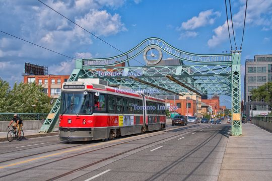 Toronto,Canada: The Queen Street Viaduct