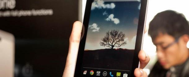 Podczas trwających właśnie targów Mobile World Congress ASUS oficjalnie zaprezentował 7-calową hybrydę telefonu z tabletem. http://www.spidersweb.pl/2013/02/asus-fonepad-pokazany.html