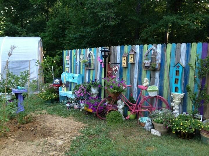 Fence panels funky junk outdoor livin 39 pinterest for Funky garden designs