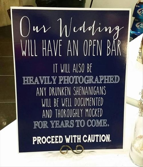 I'd want this at mine! This is too funny. Check this website out for funny pic ideas to have at your wedding❤