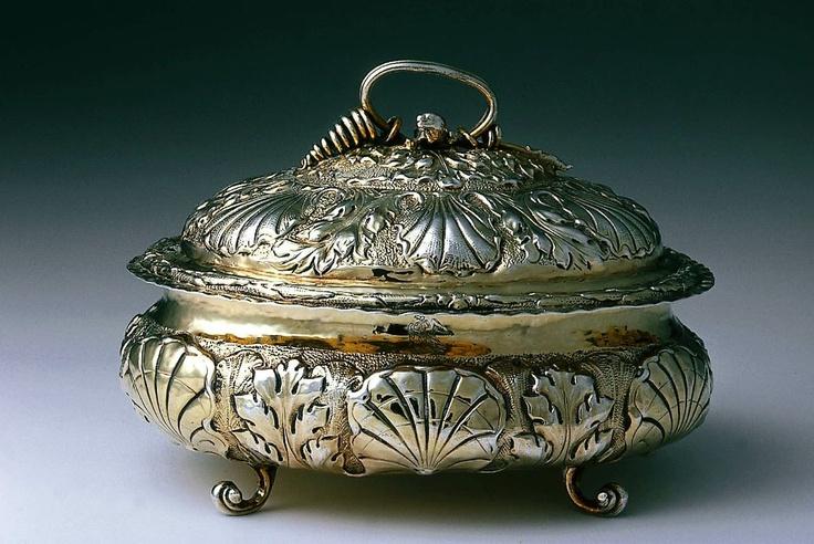 Sugar box and cover. English (London). WW, 1676–77. Silver gilt