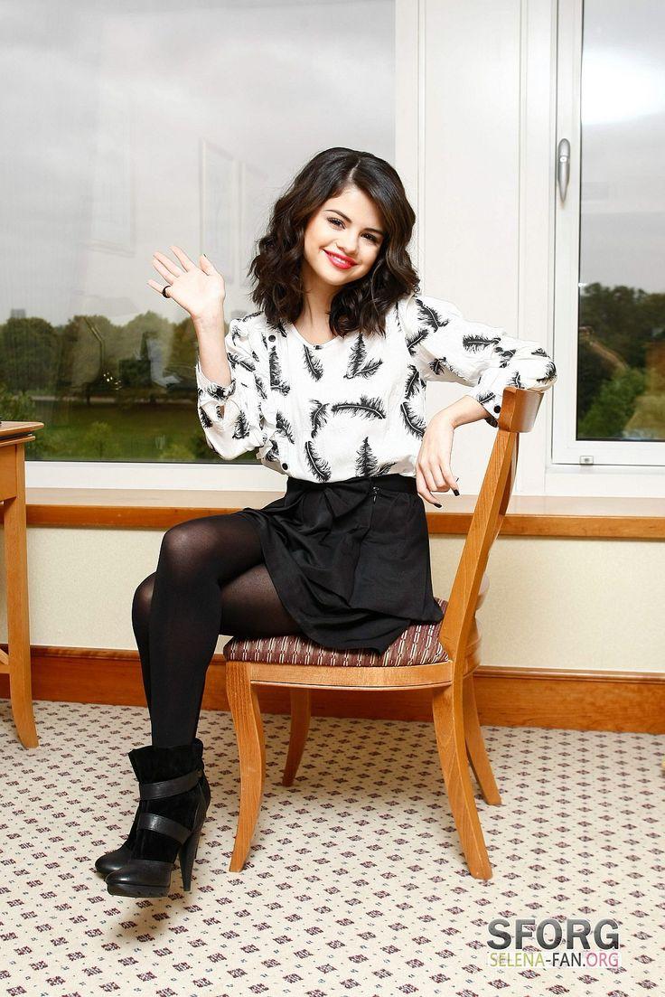 Selena Gomez in pantyhose