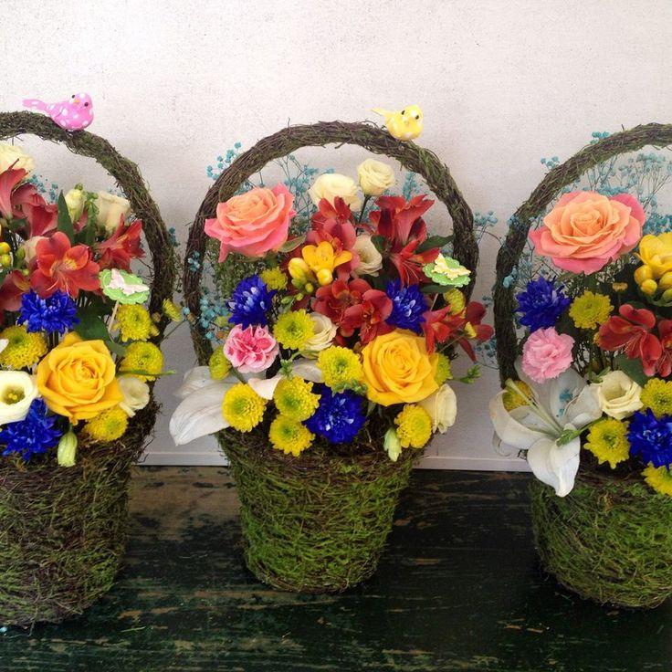 colored flowers baskets by Atelier Floristic Aleksandra