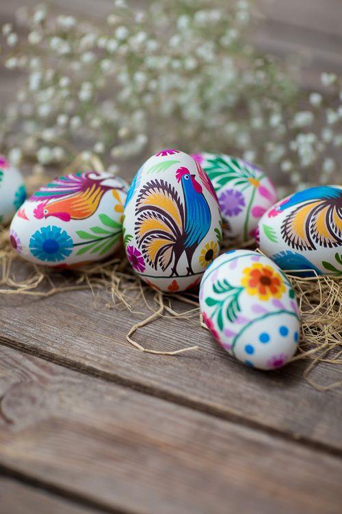 Ręcznie robiona pisanka - gęsie jajo - wycinanka łowicka kogucik