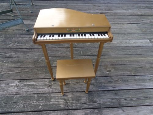 Vintage childu0027s bell grand piano marked japan plus original stool & 23 best Oriental Toy Pianos images on Pinterest | Oriental Pianos ... islam-shia.org