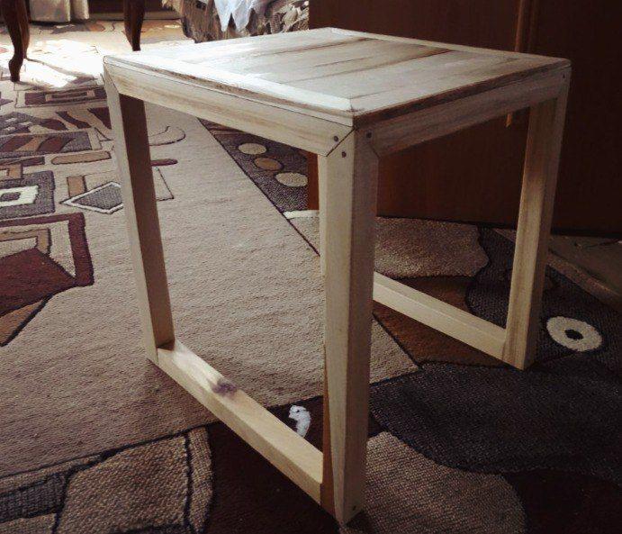 Прикроватный столик от https://vk.com/izhevskie_derevyashki