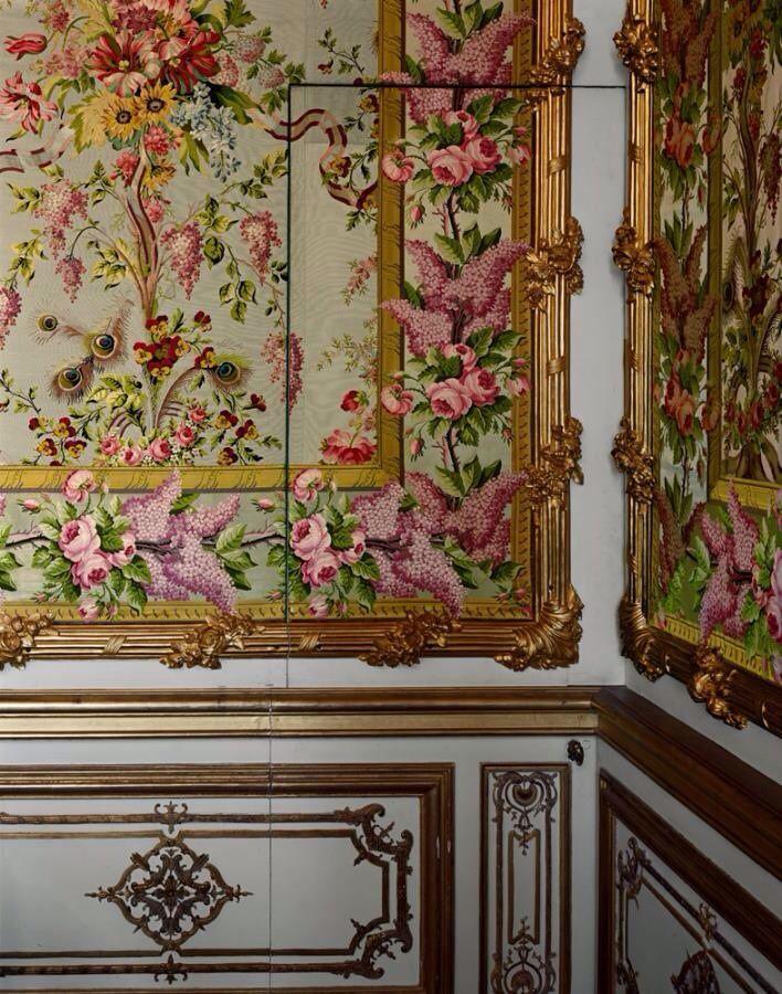 Access door detail chambre de la reine marie antoinette for Chambre de la reine