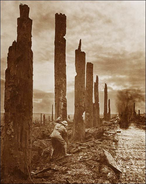 Pictures of the Great War by Frank Hurley