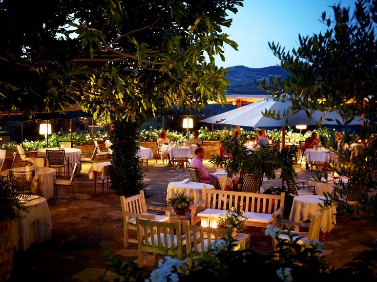"""www.restolio.com - La Colonna. The """"Restaurant La Colonna"""" of the Hotel Le Fontanelle takes its name precisely from the """"column"""" around which one of the most ancient area of the complex was created. #Restaurant #Tuscany #Gourmet #Traditional #Italian #Luxury #Restaurant #Tuscan #Casalio. (Pinned by - www.casalio.com) Subscribe to www.casaliotravel.com"""