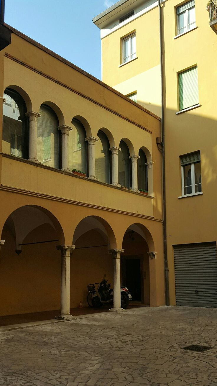 Palazzo Calzavellia 1484 architettura rinascimentale ( interno)