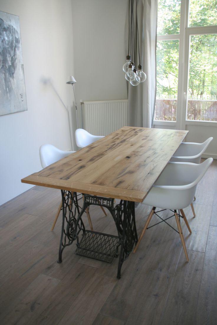 tafelblad gemaakt van oude eikenhouten gebinten uit de stal van een boerderij minimaal 150 jaar old sewing tablessinger. beautiful ideas. Home Design Ideas