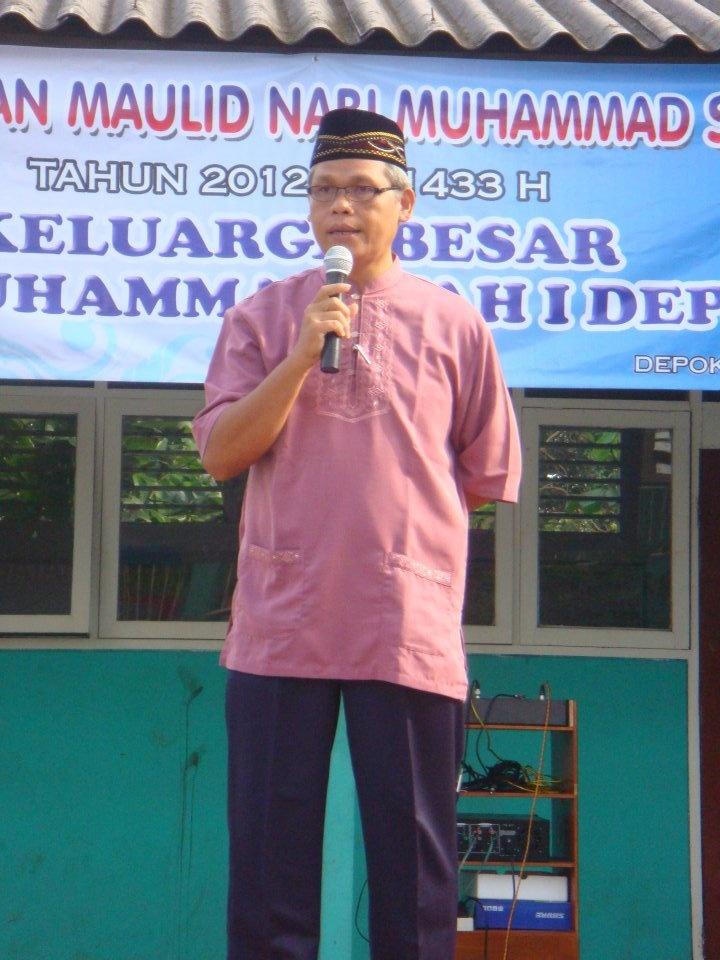 kepala sekolah sedang berceramah tentang maulid nabi
