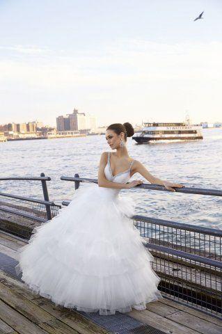 LUX Esküvői Ruhaszalon - Eger exkluzív menyasszonyi ruhaszalonja (Eger, Törvényház út 21. - 36/311-436) - Képgaléria - Menyasszonyi ruhák