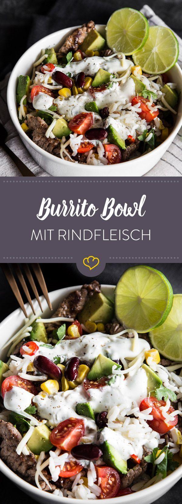 In diese köstliche Burrito-Bowl kommen zu den zarten Rinderstreifen noch Reis, Mais, Avocado, Bohnen, Tomaten und ein frisches Joghurt-Limetten-Dressing.