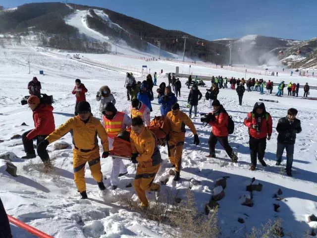 Through this successful rescue drill, Thaiwoo Ski Resort practiced mutual cooperation and complementary advantages with 999 Emergency Centre and promoted the handle ability to medical emergency.
