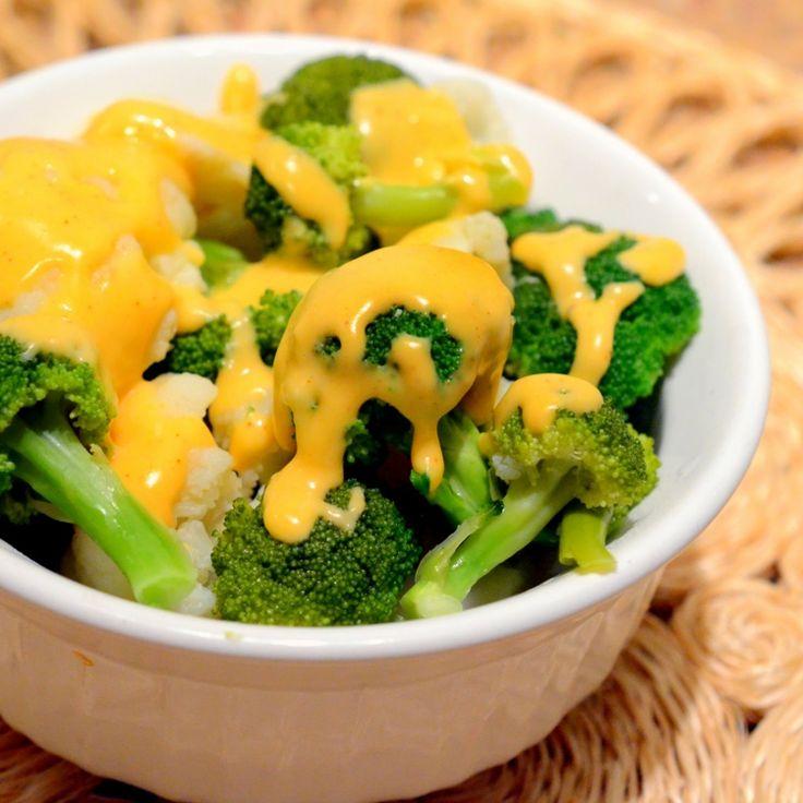 veganer-käse-dip-soße-überbacken-brokkoli-stücke-gemüse-cremig-schälchen