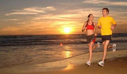 Deporte en pareja al aire libre. Playa Malvarosa Personal Trainer