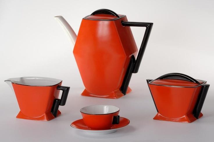 """Kocham Polski dizajn. Art Deco, Ćmielów serwis """"Kaprys"""" lata 30 XX w. Nieskromnie powiem że od dziś pijam z niego herbatę :)"""
