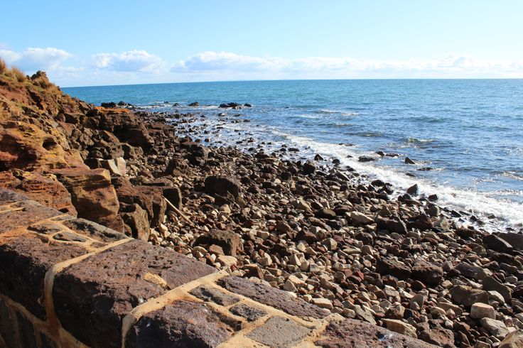 L1M1AS3 Auto Mode, ISO 100, F/9.0, 1/200Taken down at the jetty in Mornington, facing out into the ocean with the rustic rocks to the left. The fact that the sun is shinning makes this photo even better.