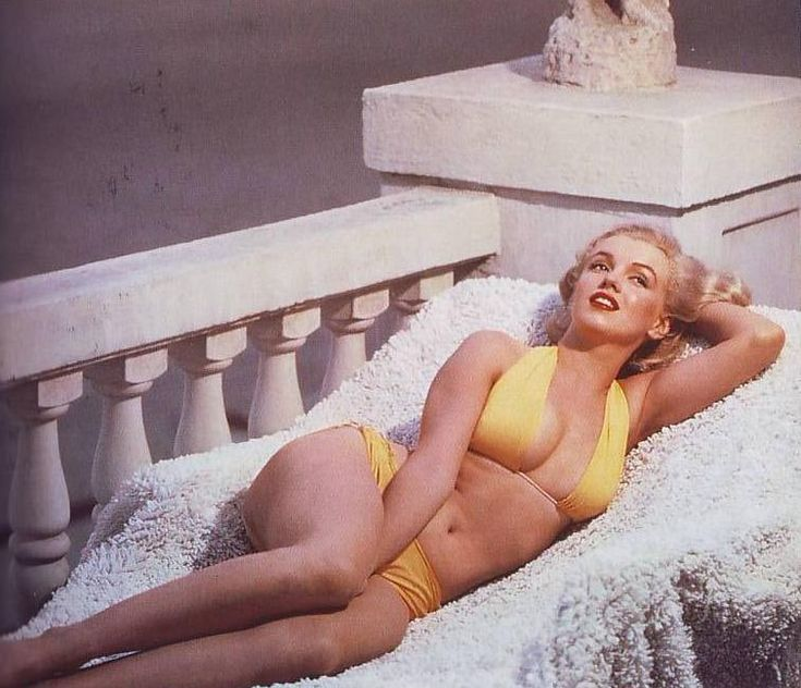 Marilyn...i love these pic! thick thighs & not a perfect stomach...just how real women are!