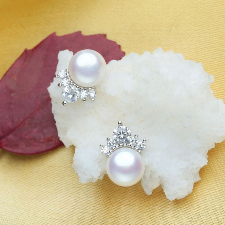 Fashion Pearl Decorative Casual Crown Pattern Earrings For Women