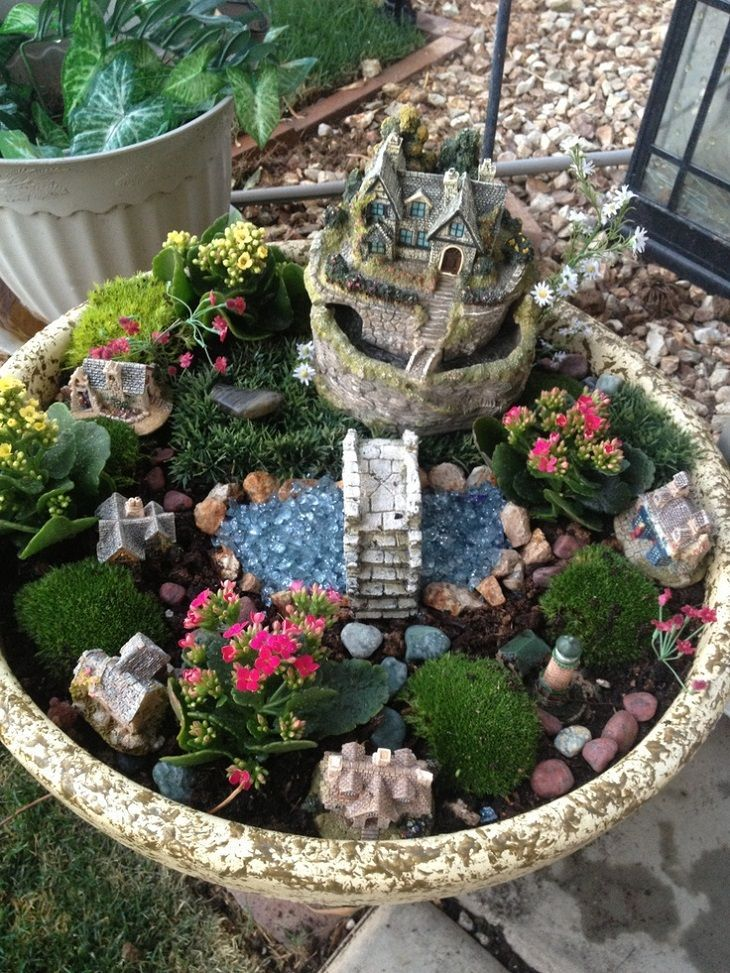 30 diy ideas how to make fairy garden gardens container for Fairy garden decorating ideas