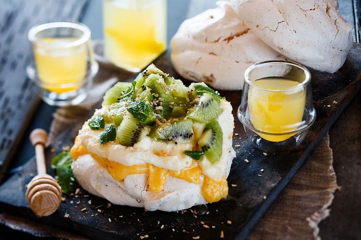 Manuka Honey and Lemon Curd Meringues Recipe - Viva