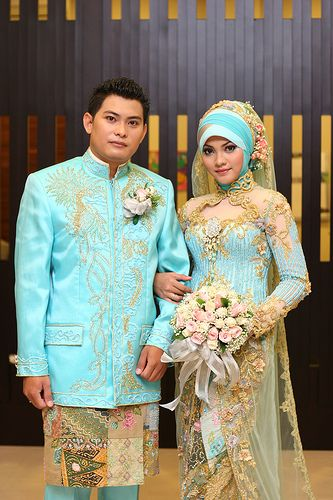 Islamic wedding apparel... might repin this later to a BLUE AND GOLD-themed future board