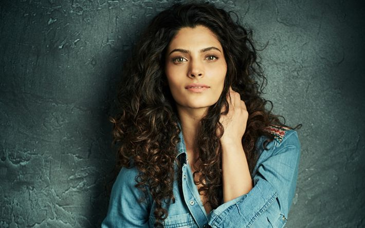 Descargar fondos de pantalla Saiyami Kher, 4k, la actriz India, Bollywood, chaqueta de mezclilla, mujer bella, retrato