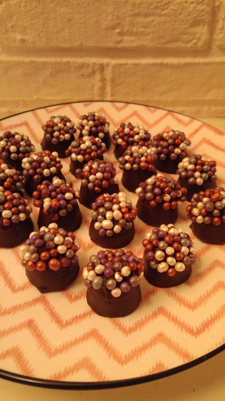Nieuwjaars bonbons! Van pure chocolade met champagne-room vulling.