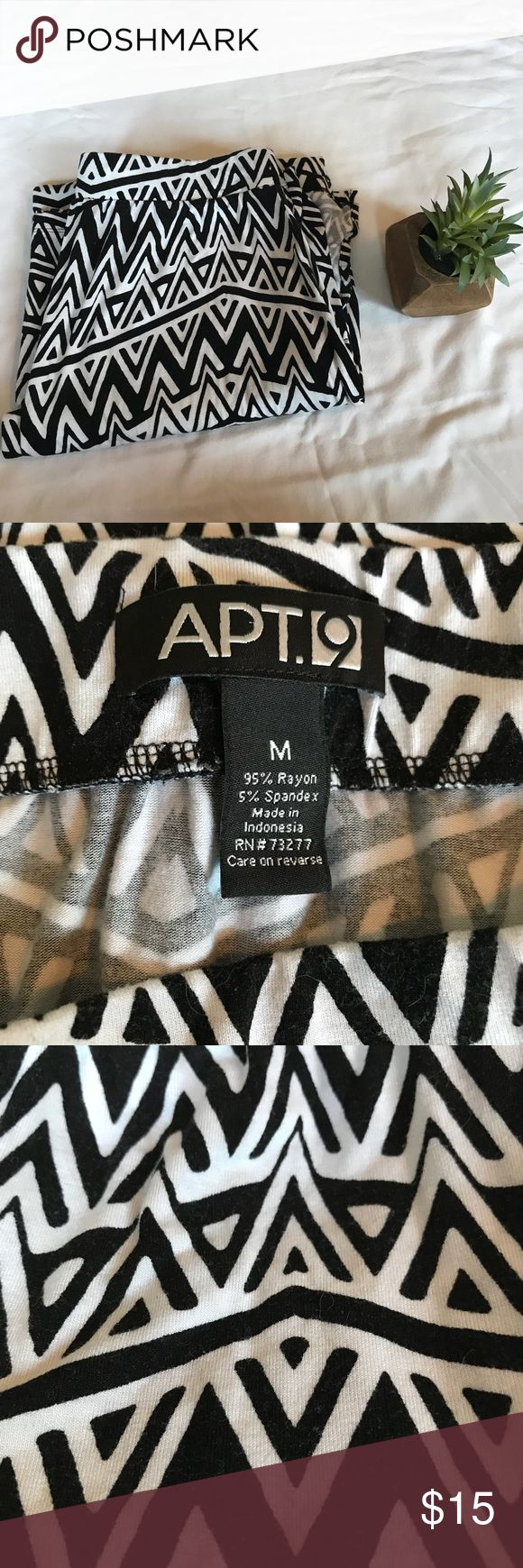 "🗻 Apt. 9 Black and White Aztec Maxi Skirt Black and white Aztec pattern in this fun maxi skirt. Size medium. Approximate waist measurement laying flat 30"", length 39"". Price is firm due to Posh fees. Apt. 9 Skirts Maxi"