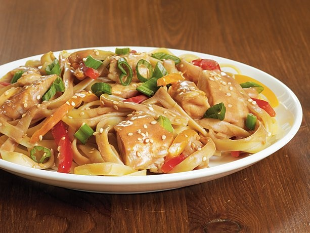Sesame-Peanut Chicken Lo Mein... sounds delicious and easy. I will have to try this at the weekend.Simple Meals, Simple One Dishes, Sesame Peanut Chicken, Mein Recipe, Betty Crocker, Sesamepeanut Chicken, Chicken Lo, Lo Mein, One Dishes Meals