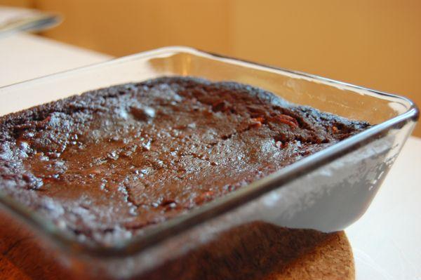 """Er det egentlig mulig å lage fullverdig, dritdigg brownies uten sukker? Dette spørsmålet hadde jeg egentlig konkludert med et """"nei"""" på, inntil jeg lagde denne. Jeg har prøvd, mange gang…"""