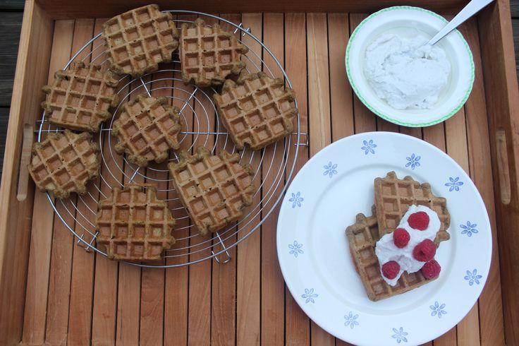 Kruidige pompoenwafels met een heerlijk toefje kokosslagroom - http://www.mytaste.be/r/kruidige-pompoenwafels-met-een-heerlijk-toefje-kokosslagroom-17666984.html