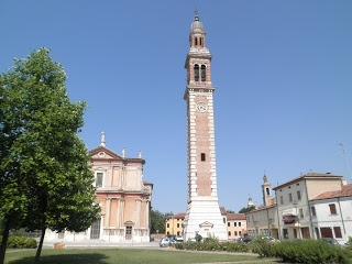 For such a small town they have a lot of churches. here the campanile and duomo with the towers of two further churches in the background. City Chronicles: Far from the Madding Crowds of Italy (I) - Lendinara, 'Little Athens'