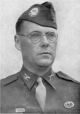 Colonel Roy E. Lindquist commandant du 1st battalion/508th parachute Infantry Regiment/82nd Airborne Division.