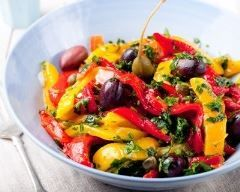 Salade de poivrons marinés : http://www.cuisineaz.com/recettes/salade-de-poivrons-marines-37477.aspx