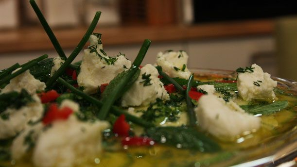 Kabak Carpaccio  Malzemeler  2 adet kabak ½ demet dereotu ½ demet nane Çeyrek demet maydanoz 1 limonun suyu 4-5 yemek kaşığı zeytinyağı Deniz tuzu 100 gr. tu...