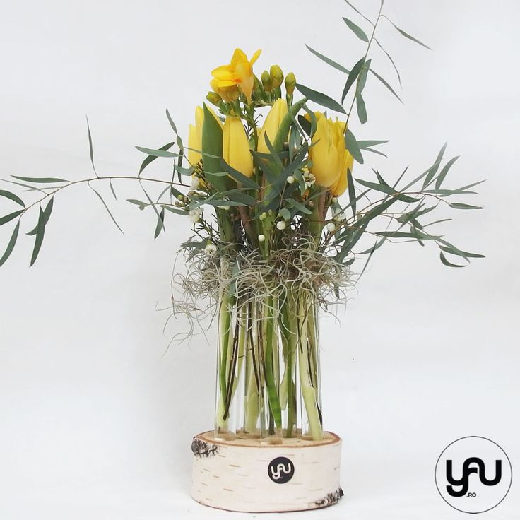 Aranjament floral lalele si frezii in suport din mesteacan | YaU Concept BLOG