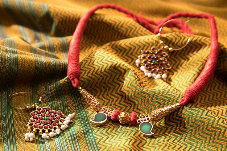 A striking Kanchi Cotton Sari by Urdir paired with a beautiful necklace and earrings by Raji Anand. http://www.parisera.com/products/pairing-0001/25560/?cid=308