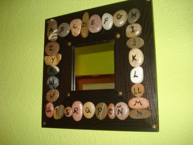 Decorando un espejo con piedras decoraci n con piedras for Espejos decorados con piedras