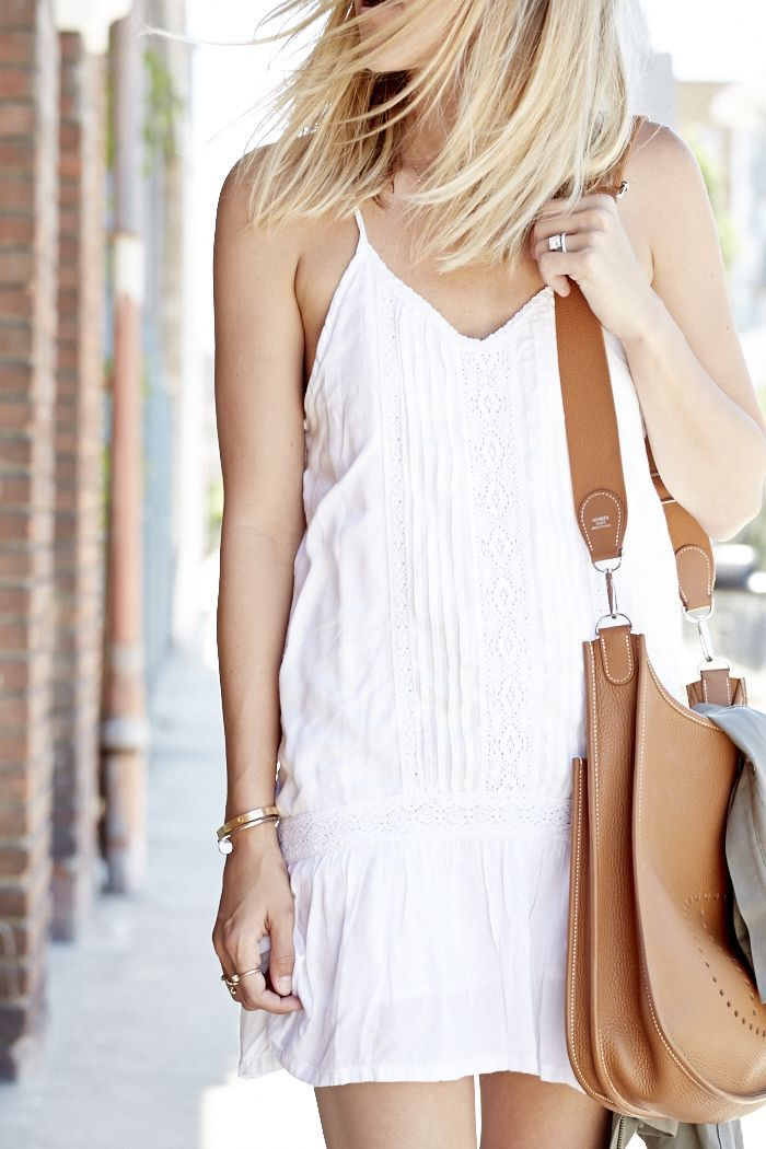 Summer White Little Dress With Brown Plain Leather Hand Bag