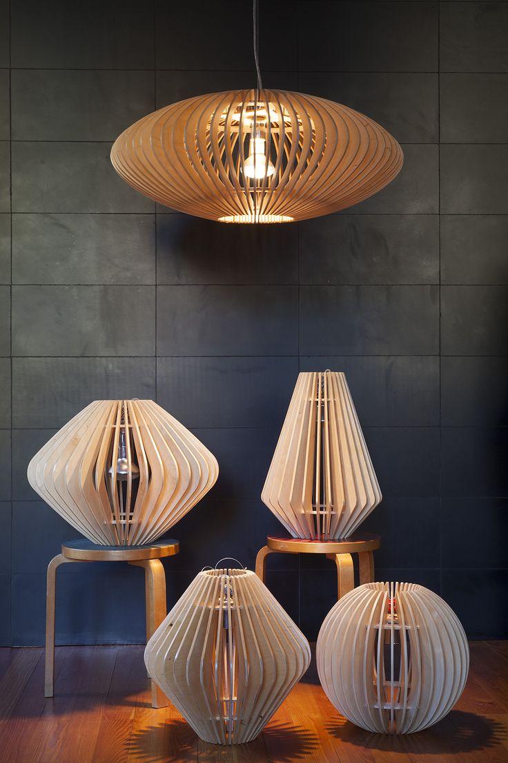 vari modelli di lampade in multistrato di betulla