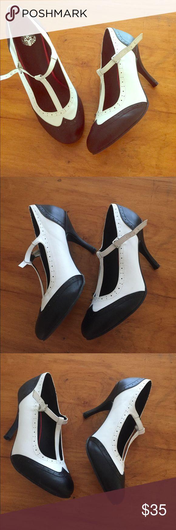 Saddle oxford heels size 10 women's blue white ❤️ Great like new heels size 10 Tuk brand tuk Shoes Heels