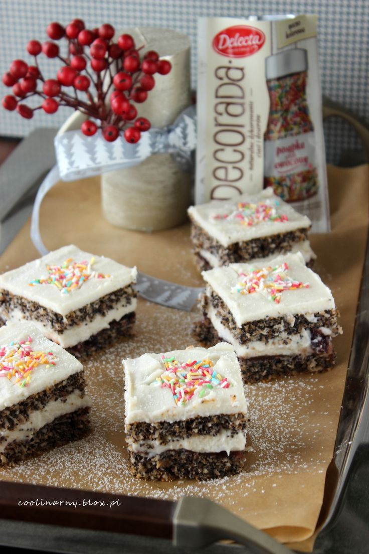 Świąteczne ciasto: kokos mak orzechy i żurawina