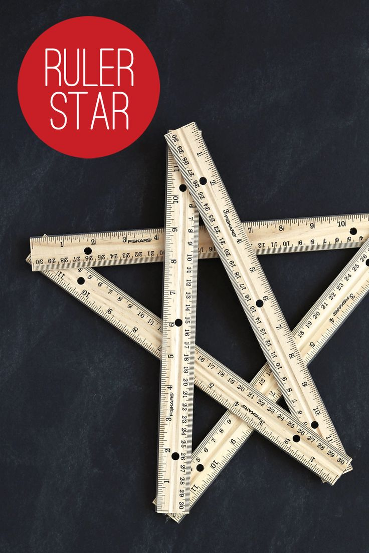 Love this star ruler wreath from @PagingSupermom. Super easy to whip together for #BackToSchool Decor